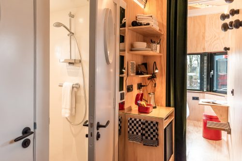 Image of shower and pantry of SWEETS hotel's bridge house Omvalbrug