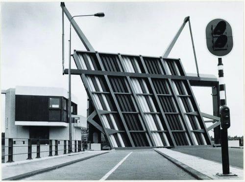 Old picture of bridge house 104 IJdoornlaanbrug, which was built in 1975