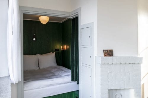 Photo of SWEETS hotel Amsterdam West Overtoomsesluis bridge house interior alcove bedroom cupboards