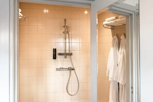 Photo of SWEETS hotel Amsterdam West Overtoomsesluis bridge house interior bathroom shower bathrobes shampoo