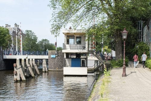Photo of SWEETS hotel Amsterdam bridge house Hortusbrug hotel near Amsterdam Center nearby Hortus Botanicus architecture exterior rietveld summer