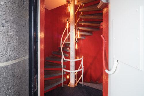 SWEETS hotel Amsterdam_bridge house Kortjewantsbrug_entrance_spiral staircase_photography Ossip Duivenbode