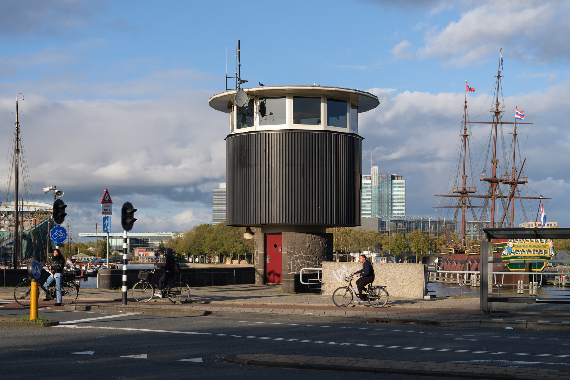 SWEETS hotel Amsterdam_bridge house Kortjewantsbrug_exterior_prins hendrikkade_photography Ossip Duivenbode