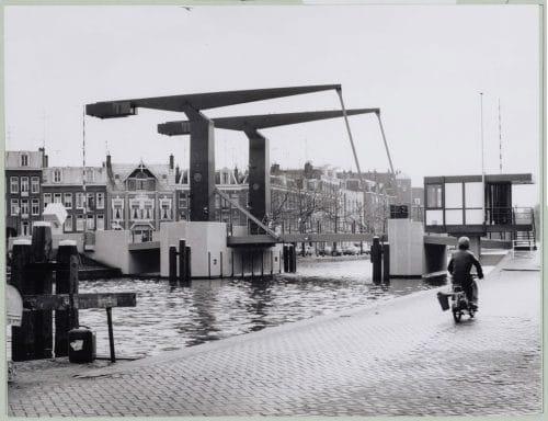 History Theophile de Bockbrug bridge house in 1976, history of renovated Amsterdam bridge houses